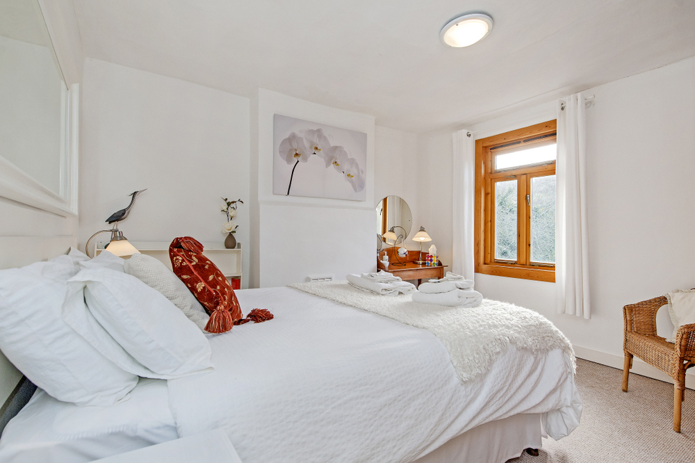 Fishermans Retreat Master Bedroom luxury self-catering in Bath