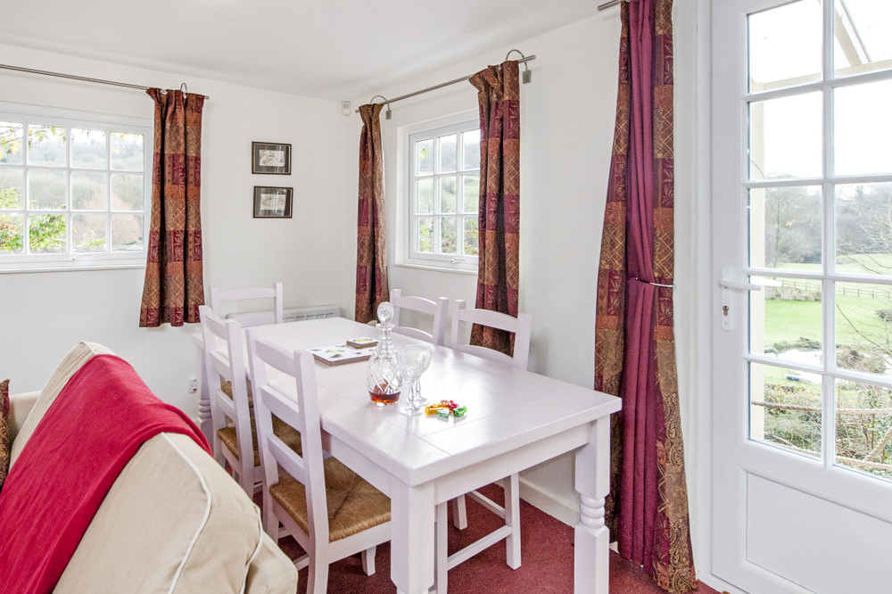 Tucking Mill View - Luxury self-catering cottage dining area