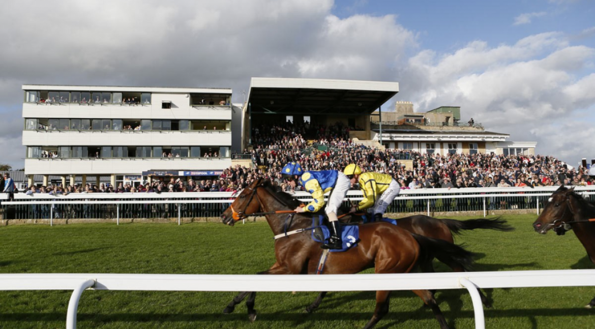 Don't miss! Summer Evening Racing tomorrow – Bath Racecourse