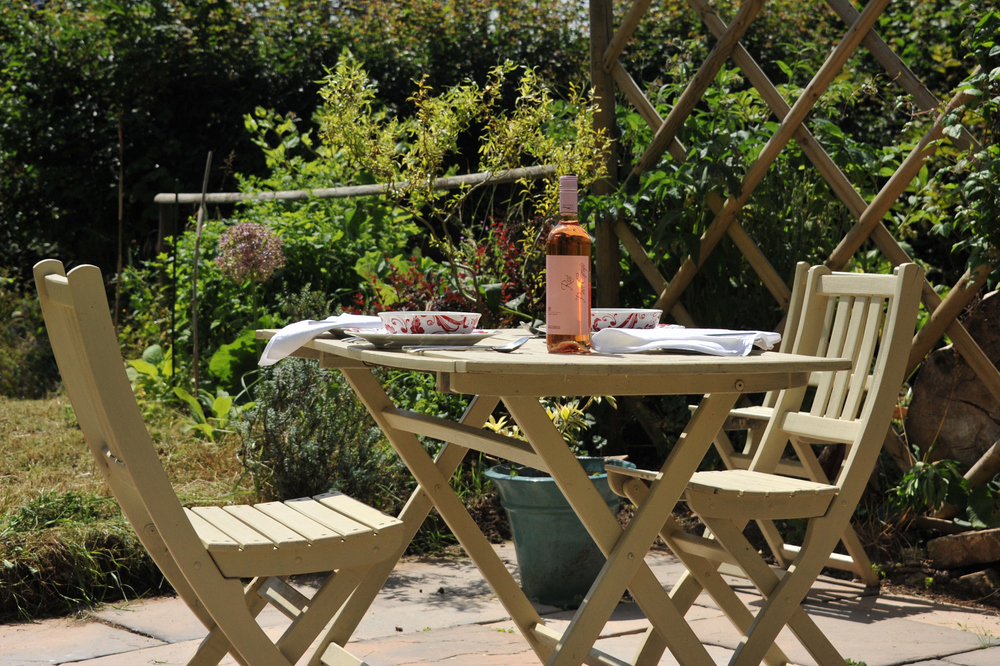 Fishermen's Retreat outdoor terrace area - Bath self-catering holiday