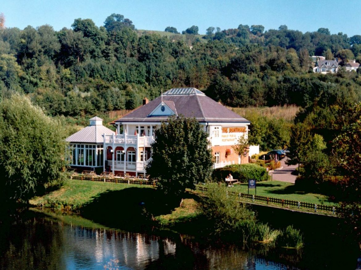 Go Visit The Boathouse on Newbridge Road – Pubs by the River